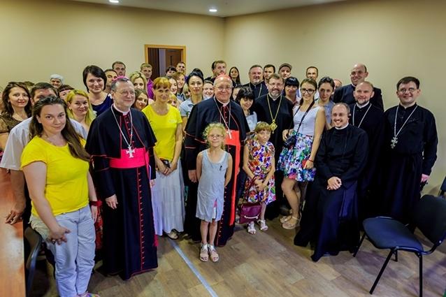 У Харкові кардинал Леонардо Сандрі зустрівся із переселенцями з Донбасу