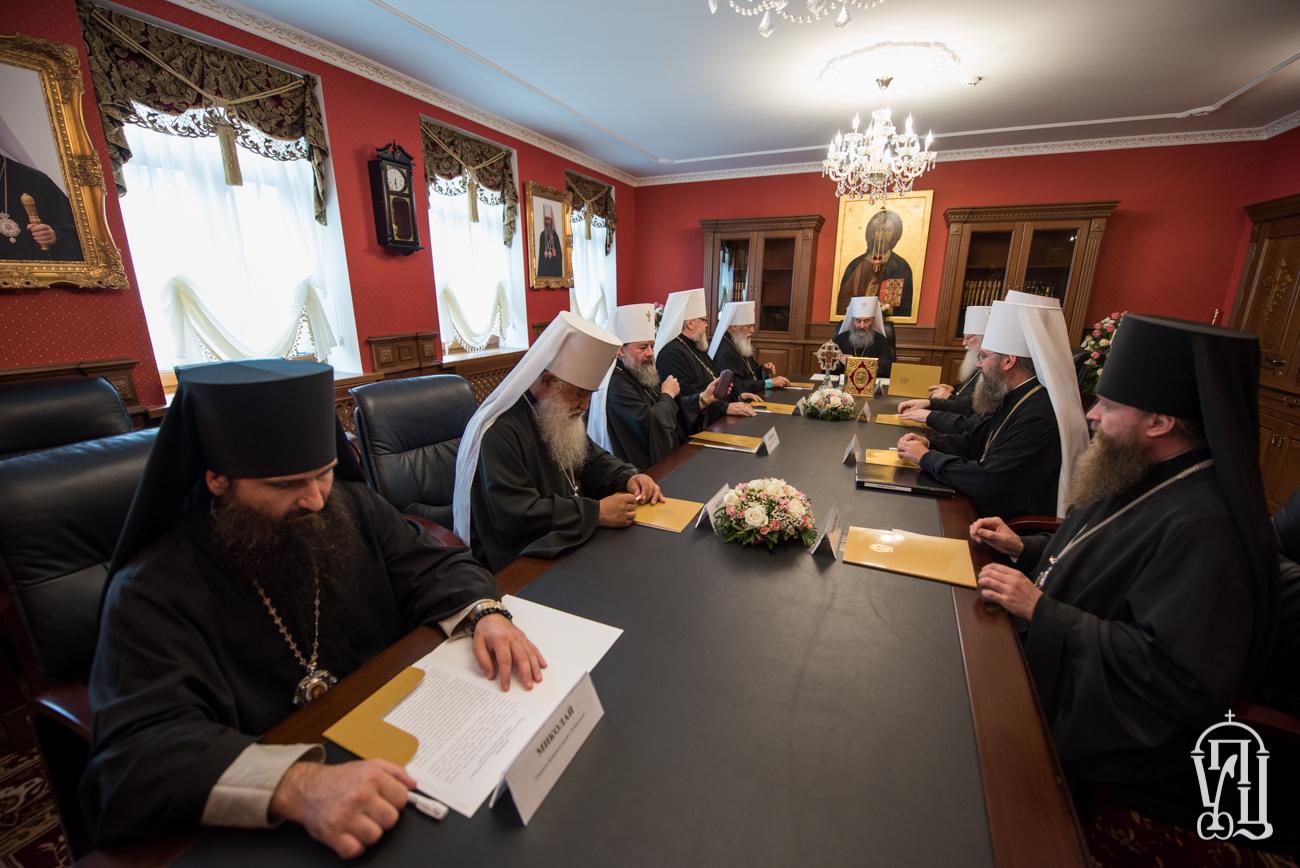 Синод УПЦ (МП) розпорядився реалізувати «благодійну програму допомоги громадам захоплених храмів»