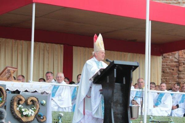 Єпископ РКЦ назвав трьох ворогів, які заважають розвиватися Україні