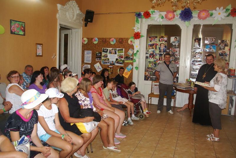 Єпископ УПЦ КП передав тренажери в обласний центр реабілітації дітей