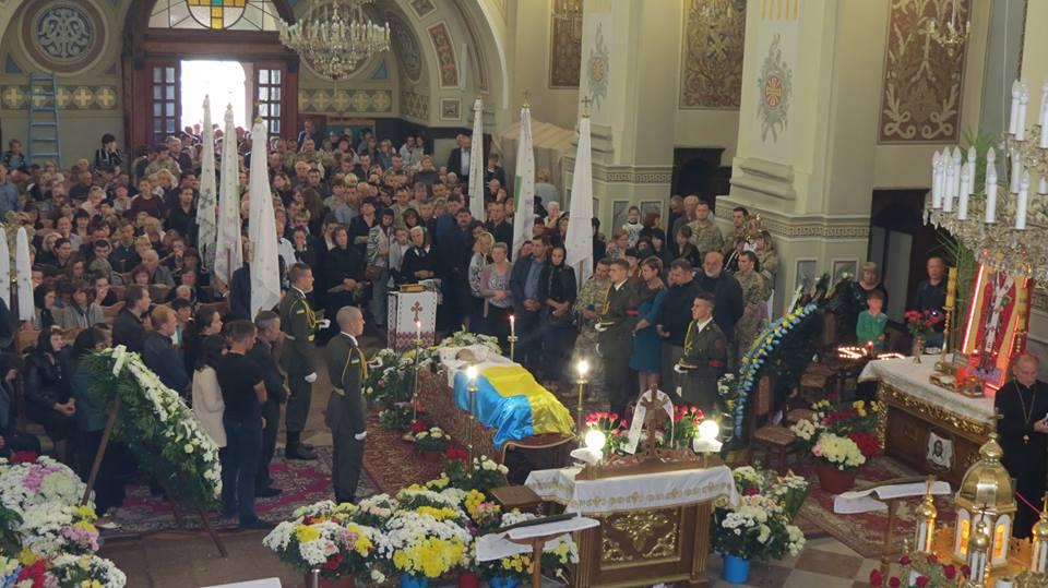 Єпископ УПЦ вибачився за поведінку священика, який зневажив пам'ять воїна АТО