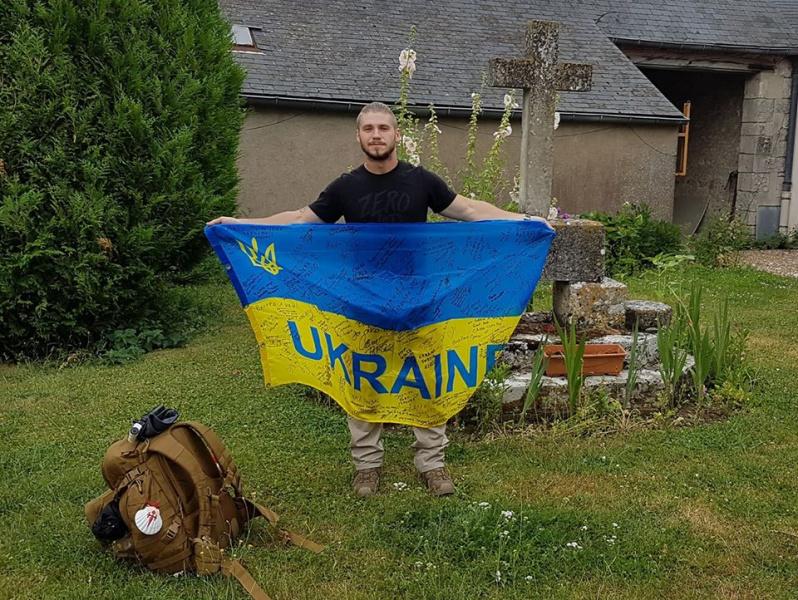 Участник АТО пронесет украинский флаг по паломническому пути