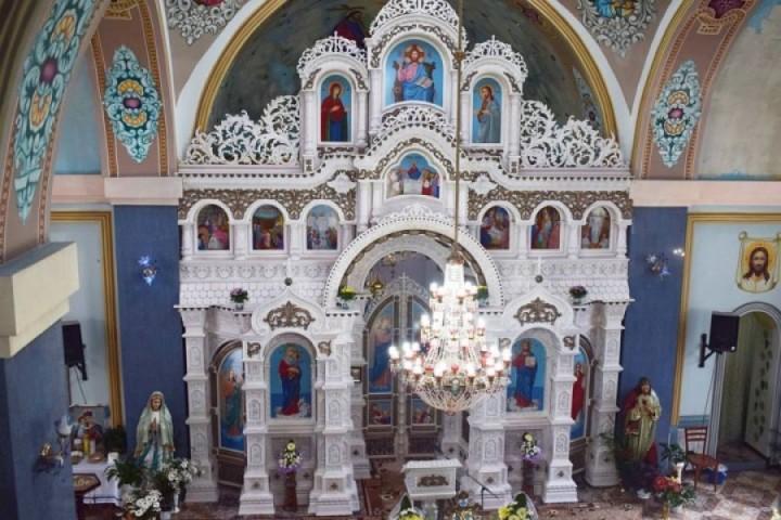 Єдиний у світі вишитий іконостас встановили на Тернопільщині