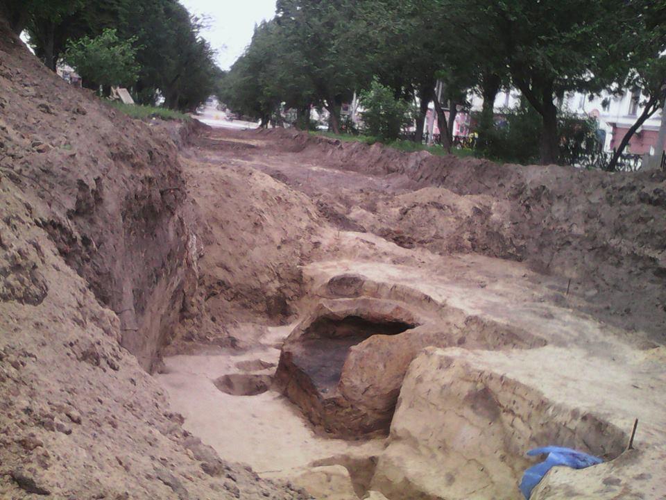 У Чернігові на території монастирського подвір'я археологи знайшли