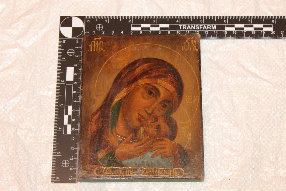 Польські митники конфіскували стародавні ікони в українця