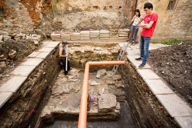 Біля львівської церкви археологи виявили культурний шар княжого періоду