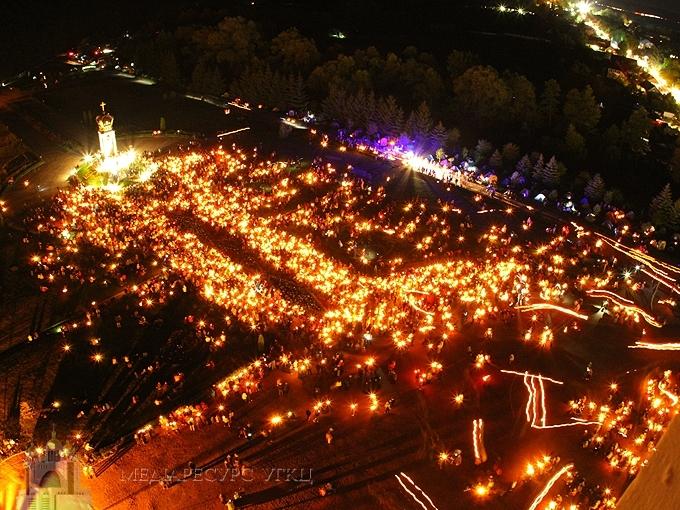 У Зарваниці відбулася традиційна молитовна хода зі свічками