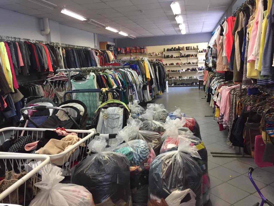 Християнську благодійну організацію підозрюють у торгівлі секонд-хендом