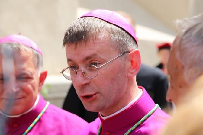 Шукати те, що об'єднує, - єпископ Едвард Кава про історичні рани українців і поляків