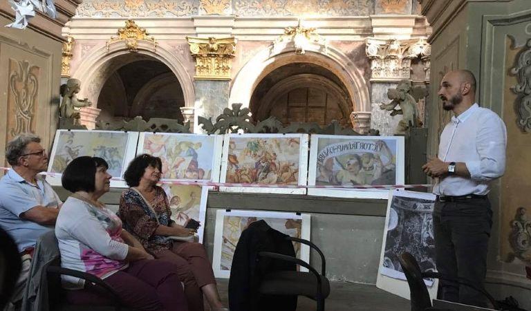 У Гарнізонному храмі Львова реставратори вирішували як вберегти розписи XVIIІ ст.