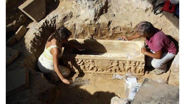 Знайдено унікальні давньоримські саркофаги
