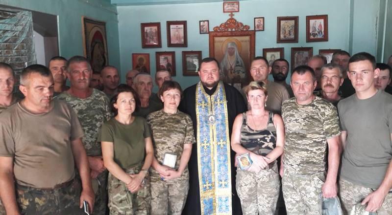Єпископ УПЦ КП відвідав військових у зоні АТО