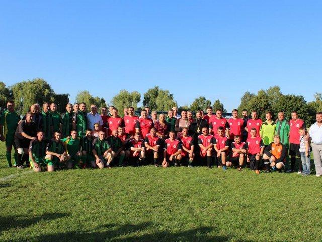 Між духовенством та районною владою Рівненщини відбувся благодійний футбольний матч