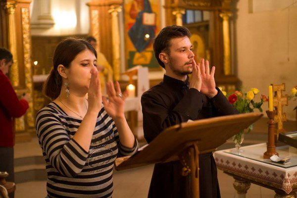 Літургію жестами відправляють у храмі Львова