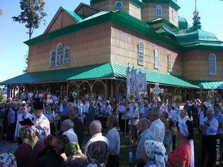 На Прикарпатті люди звинувачують священика УПЦ КП у крадіжці 700 тис. грн