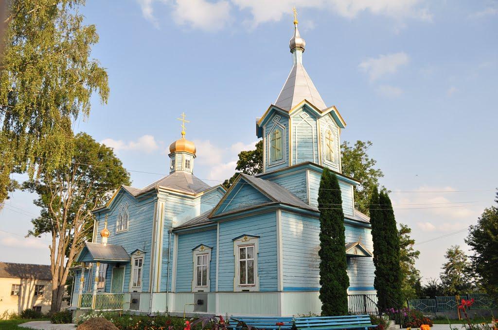 Громади УПЦ КП та УПЦ (МП) поділили церковний будинок на Тернопільщині