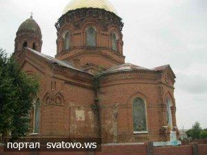 На Луганщині селяни звинуватили настоятеля 100-річної церкви в її руйнації
