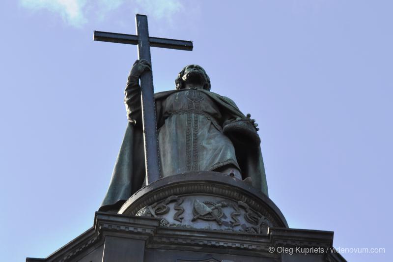 Президент Украины поручил подготовиться к 1030-летию крещения Руси