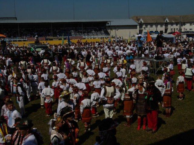 Єпископ УПЦ КП відкрив XXIV-й Міжнародний гуцульський фестиваль