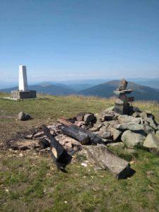 В Карпатах і біля Одеси вандали зруйнували поклонні хрести