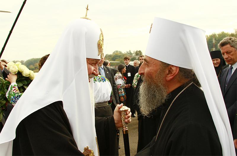 Глава РПЦ пожелал митрополиту Онуфрию бодрости в борьбе против