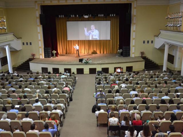 Свідки Єгови провели у Полтаві триденний конгрес мовою жестів