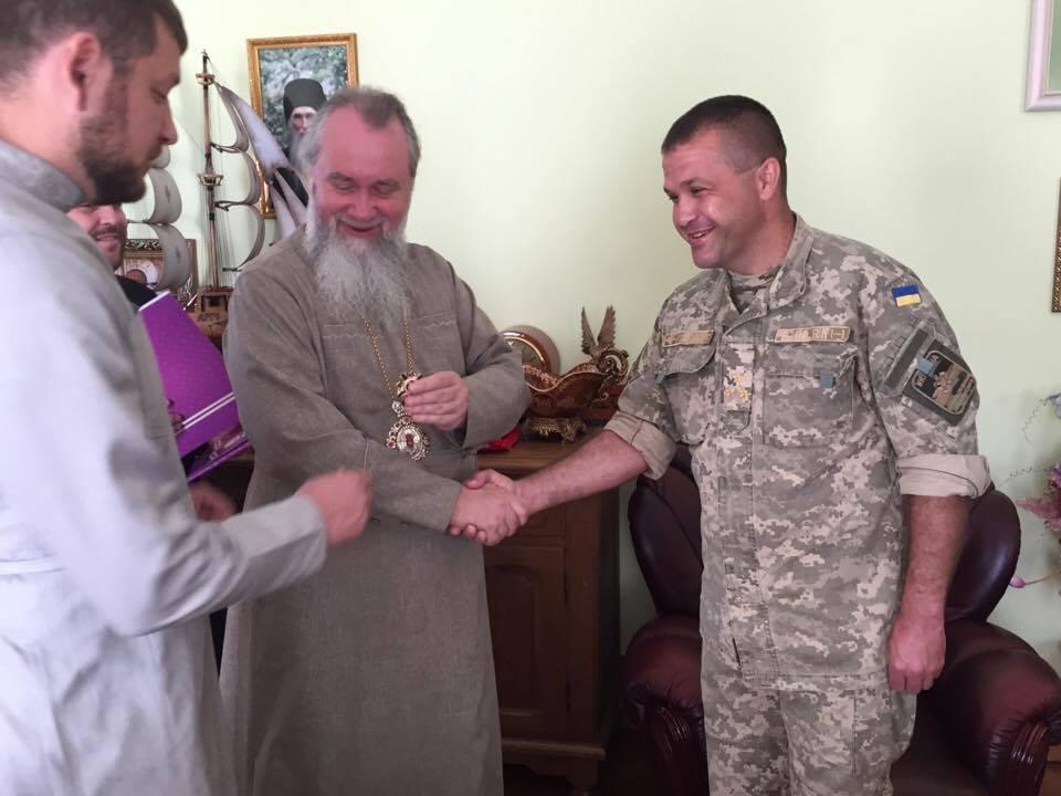 Єпископ УПЦ нагородив офіцерів ЗСУ за співпрацю та участь у військо-патріотичному вихованні молоді