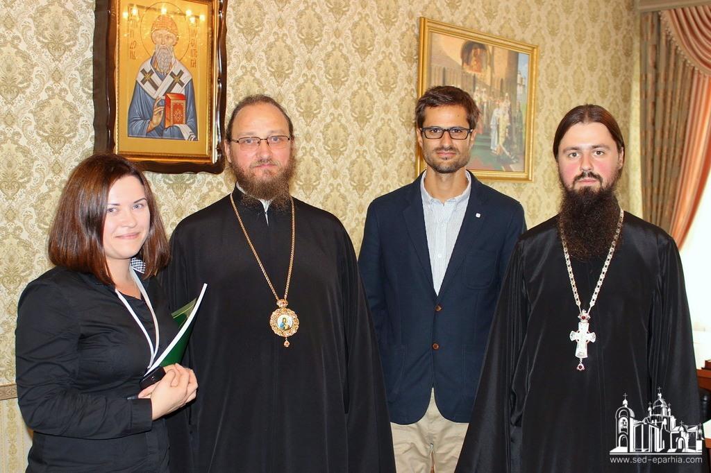 Архієпископ УПЦ подякував представникам Червоного Хреста на Луганщині