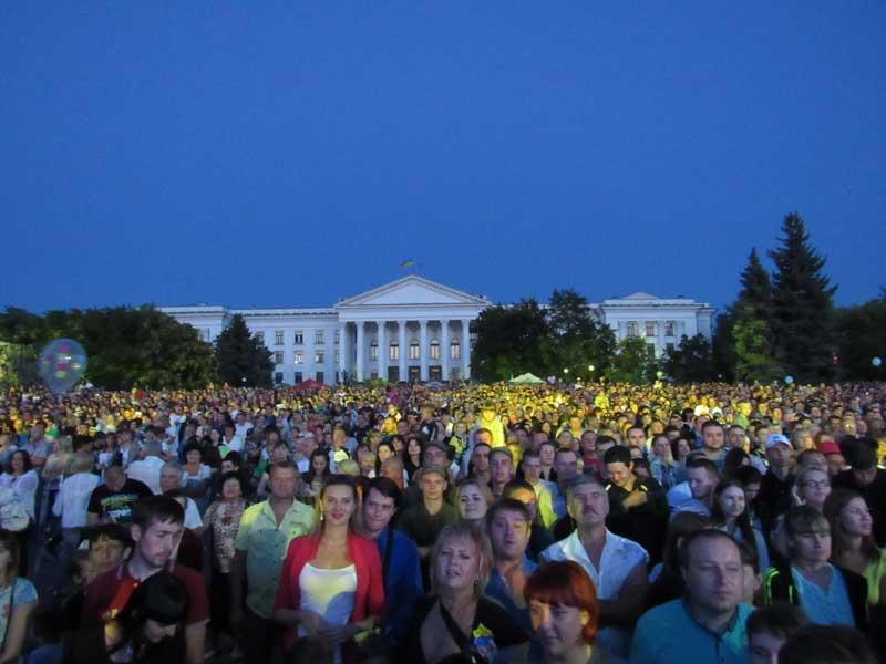 """Священик-переможець """"Голосу країни"""" виступив на концерті до Дня незалежності в Краматорську"""
