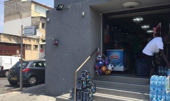 Синагогу перетворили в супермаркет для біженців