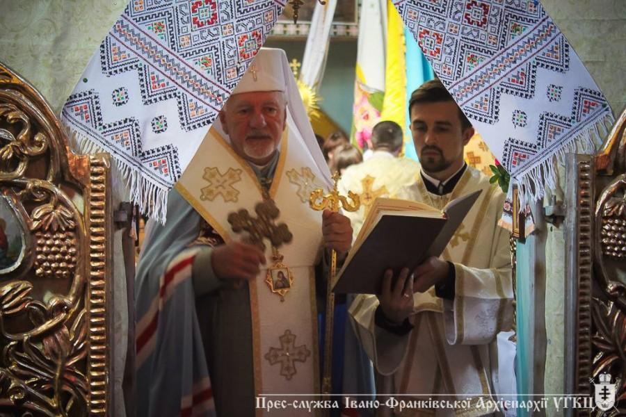 У селі Козина на Івано-Франківщині освятили відновлену старовинну церкву