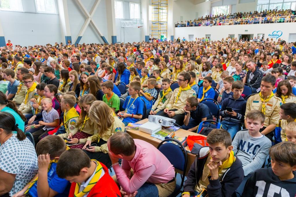 Учасники адвентистського підліткового форуму за дві години від руки переписали Біблію