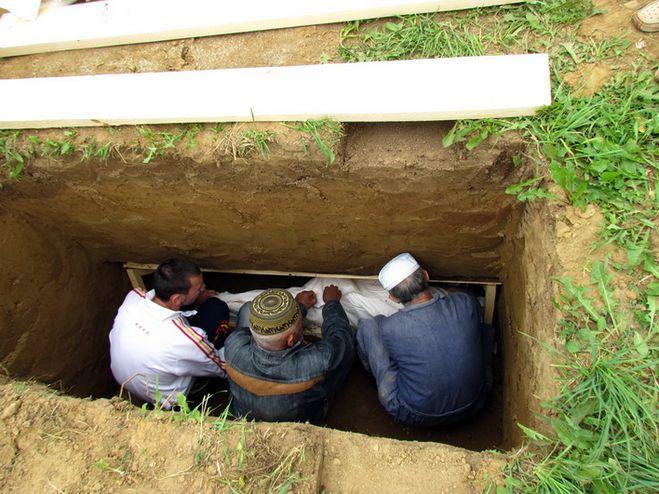У Кам'янець-Подільському кримські татари не можуть ховати померлих за своїми традиціями