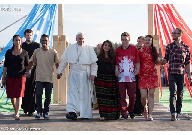 Папа через Інтернет закликав молодь світу долучитись до підготовки «молодіжного» Синоду