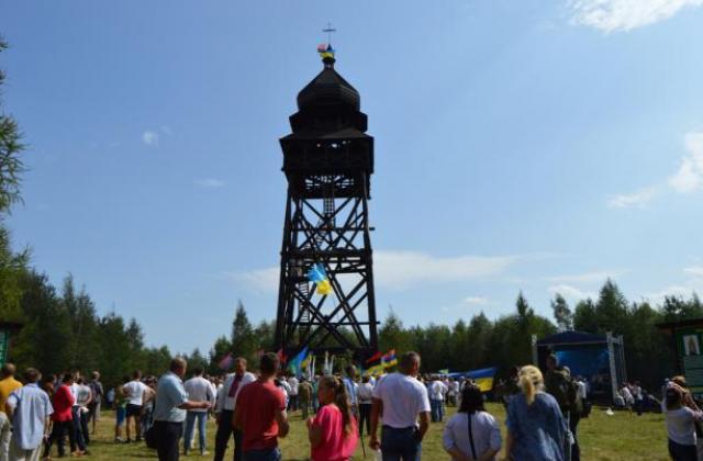 Унікальну дзвіницю- пам'ятник спорудили на горі Діл