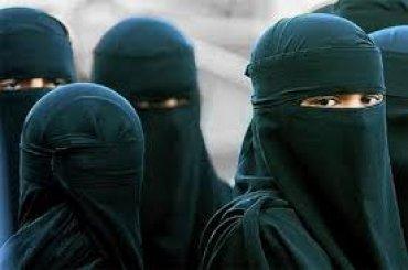 Мусульманці за знятий у поліції хіджаб заплатять 85 тисяч доларів