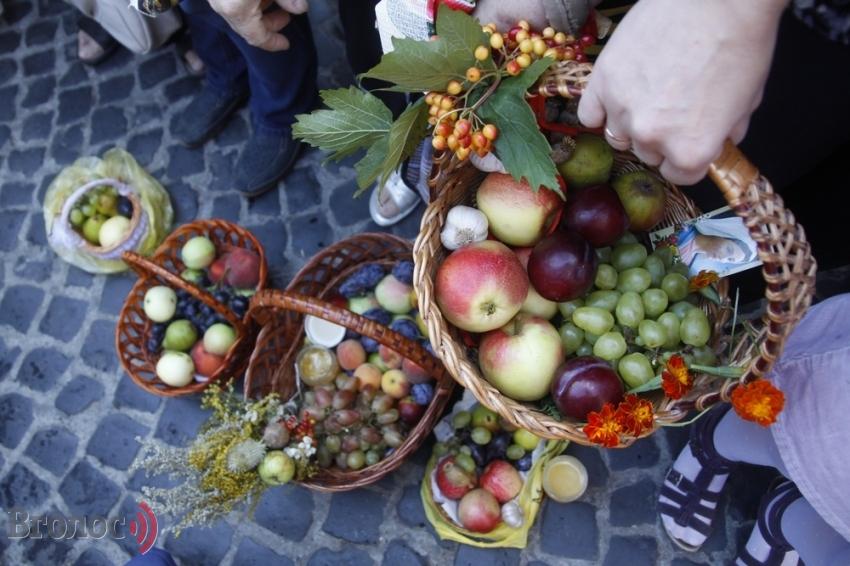 Про Яблучний спас і про те, що обов'язково треба покласти у кошик
