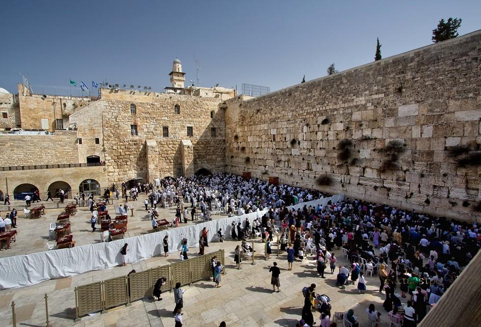 Тисячі євреїв зібрались на жалобу біля Стіни плачу