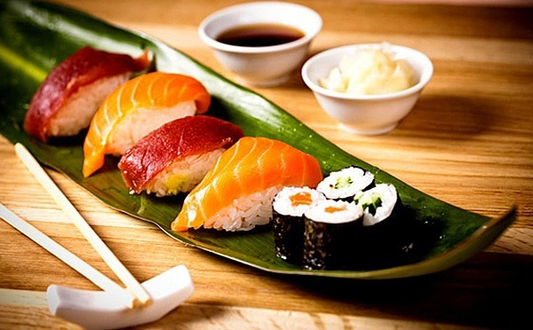 Суши и пивная тарелка в любое время суток
