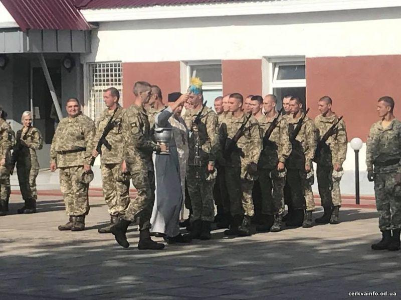 Капелани УПЦ КП освятили бойові прапори