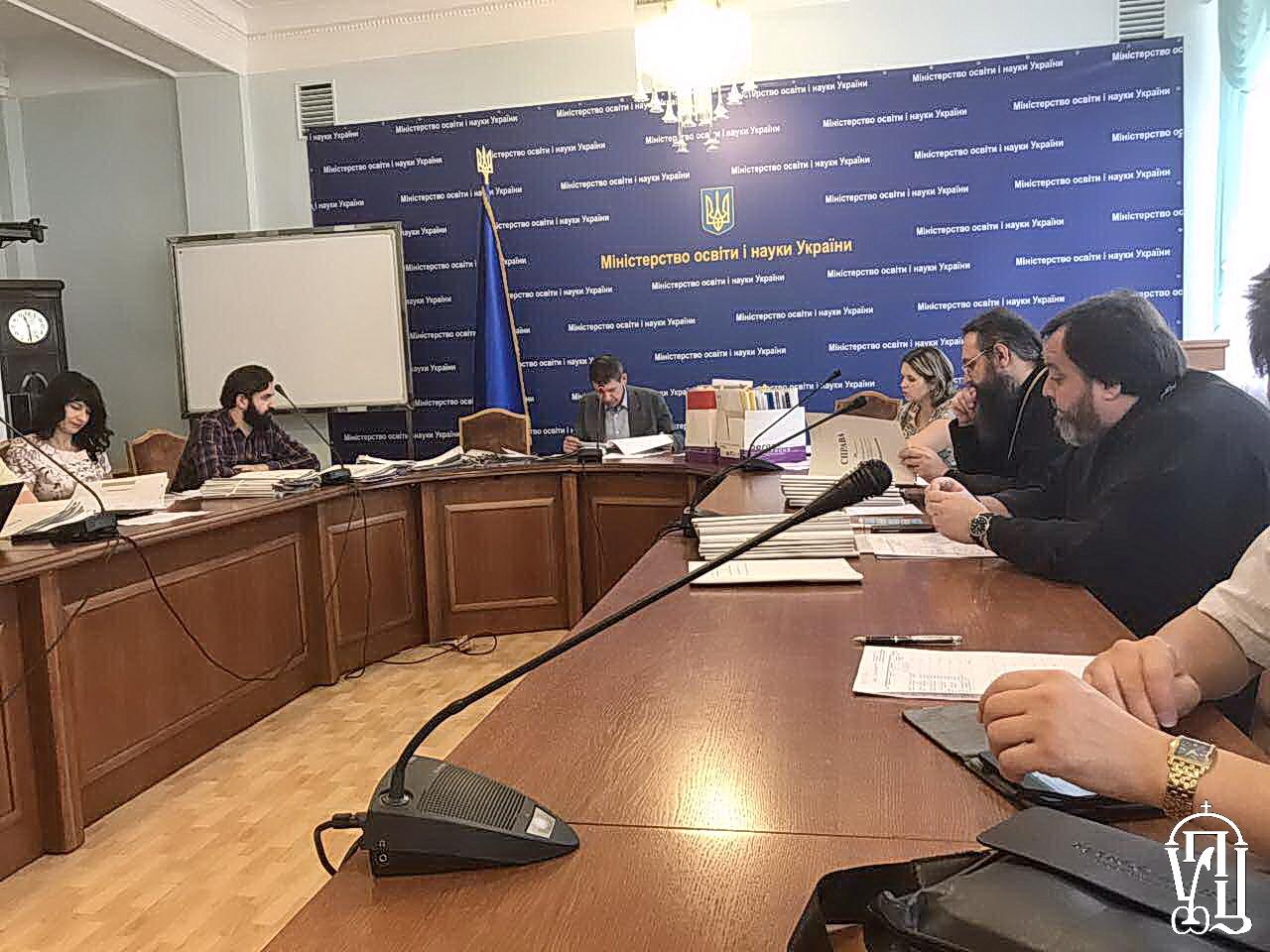 МОН України прийматиме рішення про державне визнання дипломів духовних навчальних закладів по 2014 рік включно