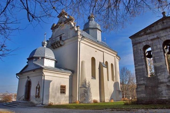 Біля старовинної церкви в Золочеві знайшли поховання, датоване 16 століттям