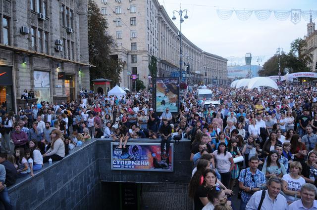 Сотни тысяч горожан в центре Киева слушали проповедь Ника Вуйчича