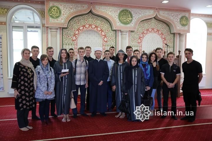 До Ісламського культурного центру завітали студенти УПЦ КП та університету імені Б. Грінченка