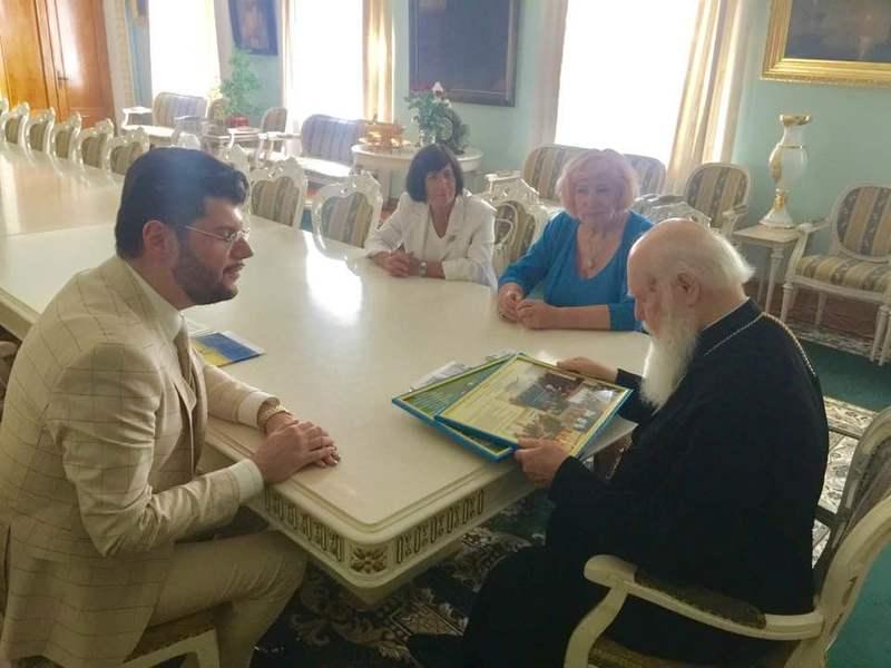 Патріарха Філарета нагороджено вищою миротворчою відзнакою Українського Посольства Миру