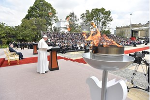 Папа в Колумбії: Мирне співжиття керується не законом сили, але силою закону