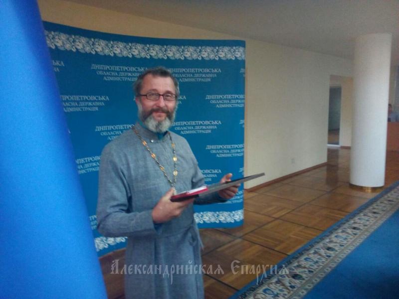 Протоєрей УПЦ (МП) отримав президентську відзнаку за гуманітану участь в АТО