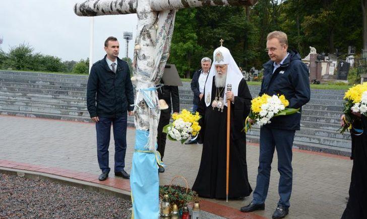 Патріарх Філарет вшанував новітніх героїв на Личакові у Львові