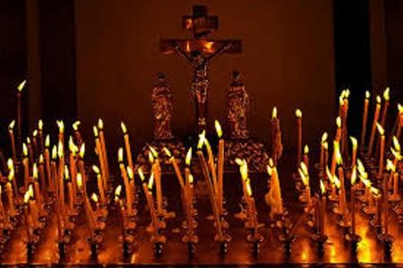 В Одесі моляться за дітей, які трагічно загинули під час пожежі у таборі