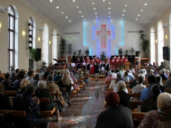 Протестантская церковь в зоне АТО отметила 107-й день рождения